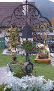 antikes Grabkreuz Grünau