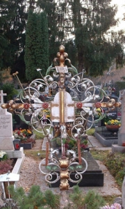 antikes Grabkreuz Nonntal mit Tabernakel