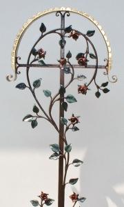 Grabkreuz Rosenknospen mit Dach bemalt und blattvergoldet