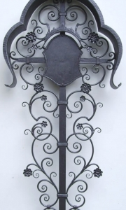 antikes Grabkreuz mit Tafel schmiede antik gestrichen