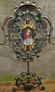 Barockes Grabkreuz bemalt mit Gnadenbild von Maria Plain