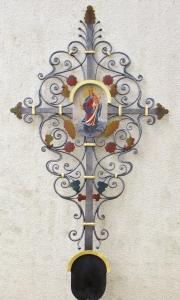 Kreuz Heil umgestaltet auf Wunsch mit Jugendstilelementen blattvergoldet und bemalt