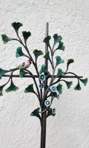 Grabreuz Ginkobaum Malven und Vogerl