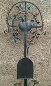 Grabkreuz Röschen mit Herz und einem Vogerl bemalt 126x42 cm