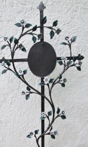 """Grabkreuz """"Vergiss mein nicht"""" mit weißen Blüten"""