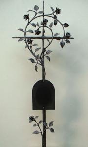 Rosenkreuz antik mit Inschrifttafel