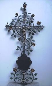 Rosenkreuz mit Tafel und Christuskorpus
