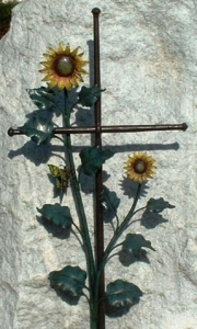 Sonnenblumenkreuz mit Schmetterling