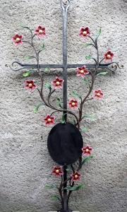 Sternblumengrabkreuz, bemalt und blattvergoldet, 130 x 65 cm
