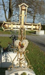 Grabkreuz Niederalm aus Schmiedebronze mit Christuskorpus