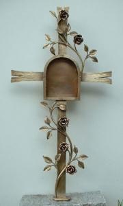 Grabkreuz aus Schmiedebronze mit Tafel und Rosenranke