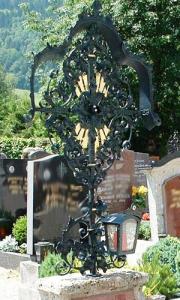 Grabkreuz B9 mit Armlaterne