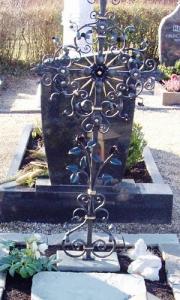 Grabkreuz G5 mit Rosen