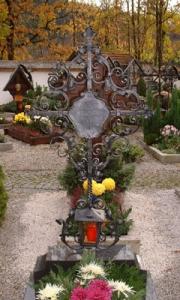 Grabkreuz H2 mit Inschrifttafel