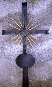 Urnenkreuz MA 9 mit Tafel und Strahlen blattvergoldet 100 x 48